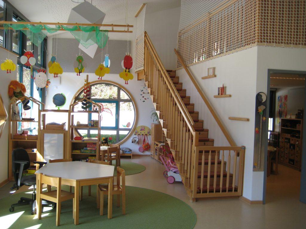 Gruppenraum mit Treppe zum Ü3 Bereich