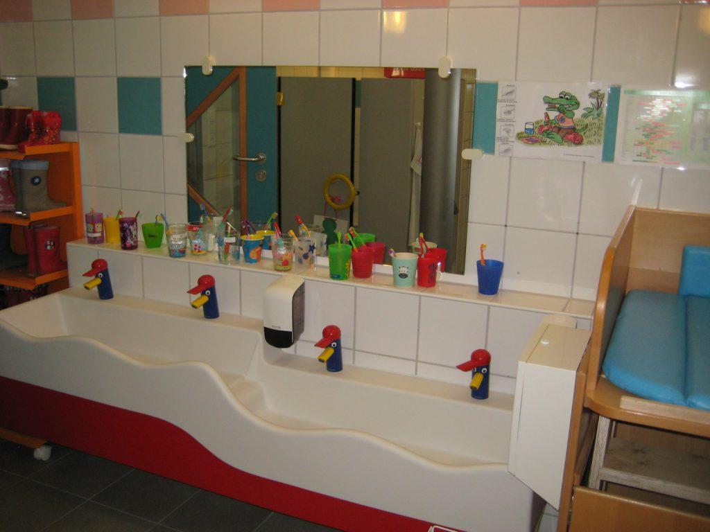 Wasch und Kneipparmbecken